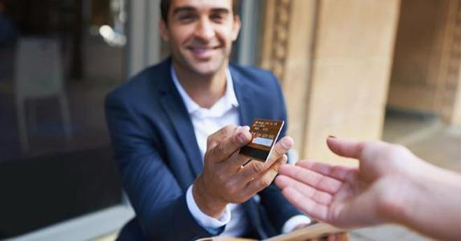 chọn ngân hàng uy tín phát hành thẻ tín dụng